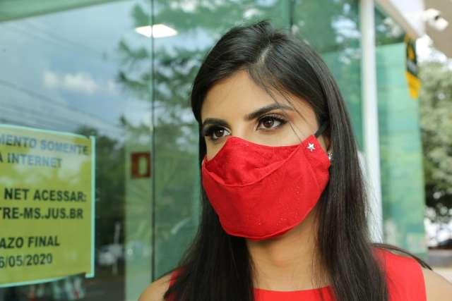 Em dia de diplomação, máscara é bandeira de eleitos na Câmara