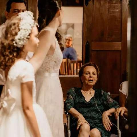 Nove horas antes de partir, avó conseguiu ver a neta no altar