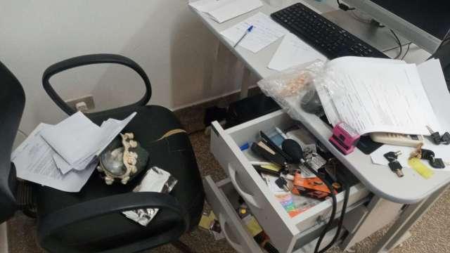 Unidade de saúde é invadida e ladrões levam até microondas no Jardim Noroeste