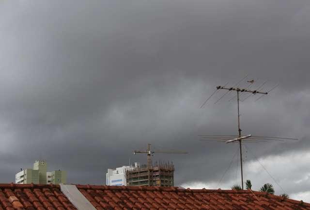 Depois do sol, ventania anuncia chuva com alerta de temporal