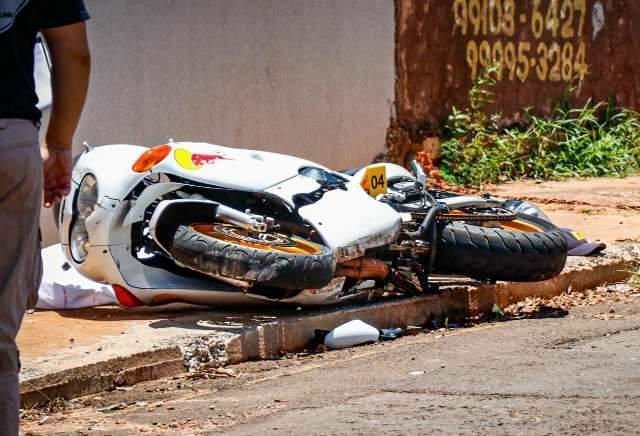 """Vídeo: vítima """"disparou"""" com moto e morreu ao bater em muro a quadras de  casa - Capital - Campo Grande News"""