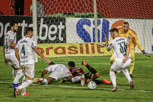 Palmeiras poupa titulares, mas vence o Sport e se mantém em sexto no campeonato