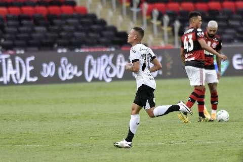 Flamengo volta a jogar mal, perde para o Ceará e aumenta pressão sobre Ceni