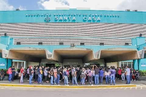 Salários voltam a atrasar e médicos da Santa Casa ameaçam greve