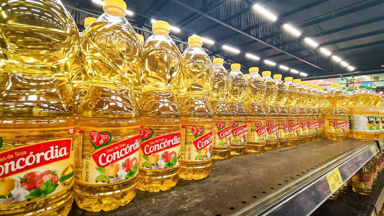 Óleo de soja disponível para venda. Item foi o que mais pesou no bolso do consumidor em 2020 (Foto: Henrique Kawaminami/Arquivo)