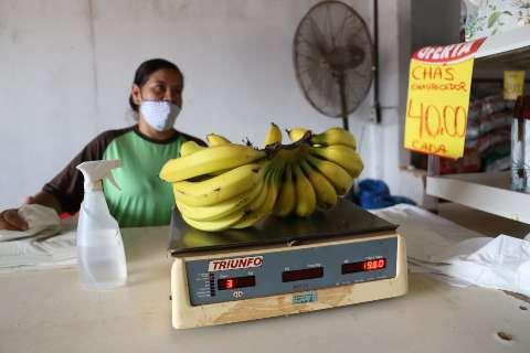Com preço nas alturas, banana é tudo, menos sinônimo de pechincha