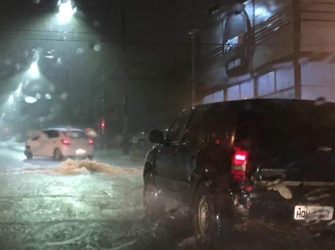 Veículos na Avenida Salgado Filho. (Foto: Direto das Ruas)