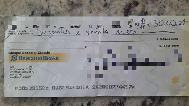 Professor encontra cheque de R$ 230 no chão e tenta localizar dono