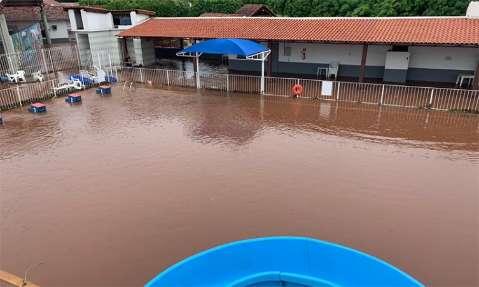 Chuva forte alagou ruas, transbordou piscina da Marinha e destruiu plantação