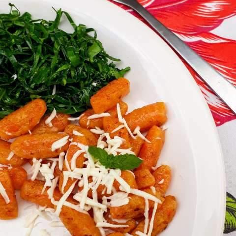 Nhoque de cenoura é opção de almoço que fica pronto em minutos