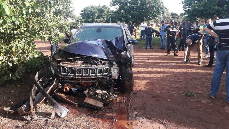 Carro foi alvejado quando suboficial da Polícia Nacional saía de casa (Foto: ABC Color)