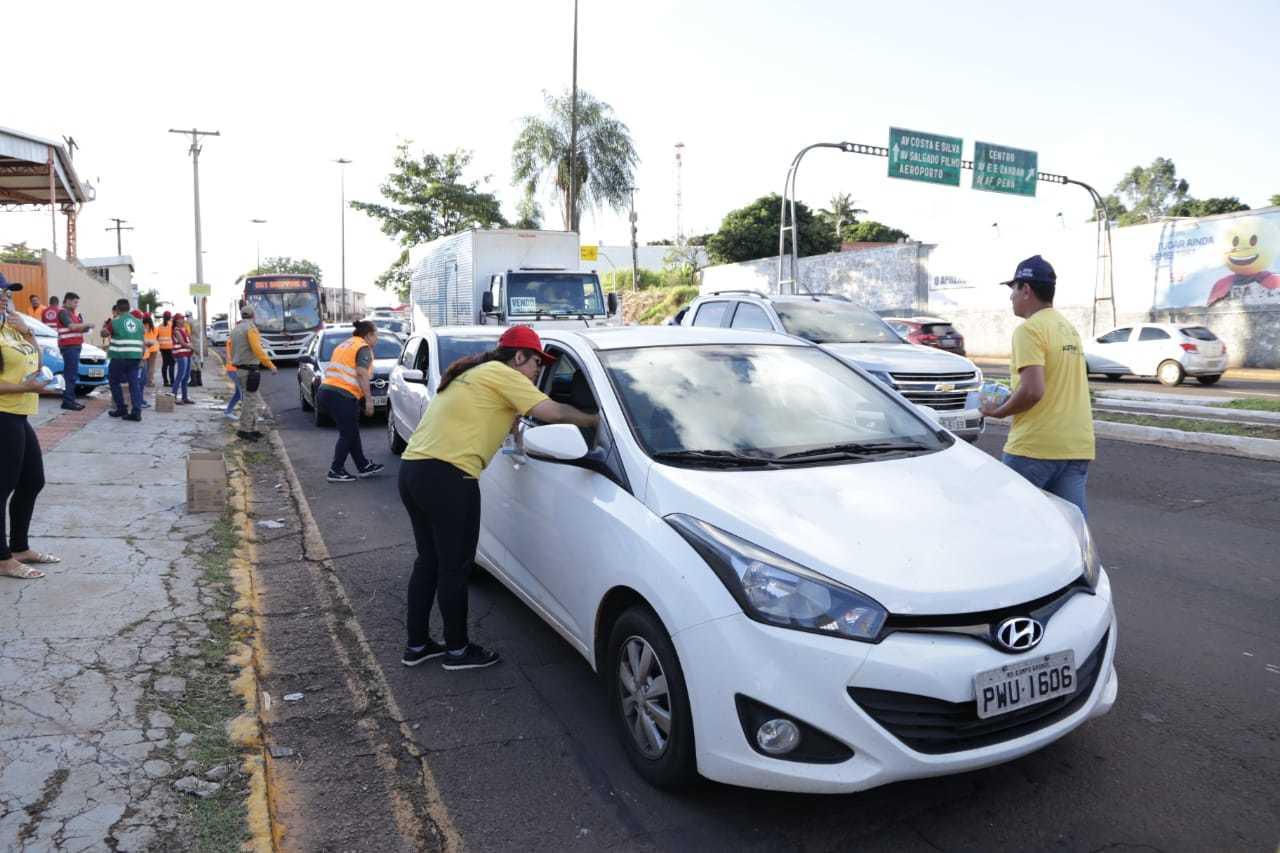 Campanha educativa nas ruas de Campo Grande em 2019, durante o Maio Amarelo. (Foto: Kísie Ainoã)