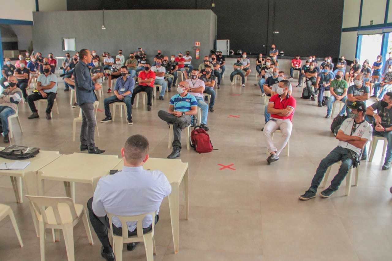 Assembleia dos guardas municipais esta manhã, em Campo Grande (Foto: Marcos Maluf)