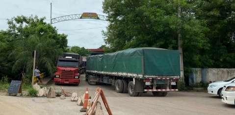 Governo boliviano cede e tráfego de caminhões é liberado na fronteira