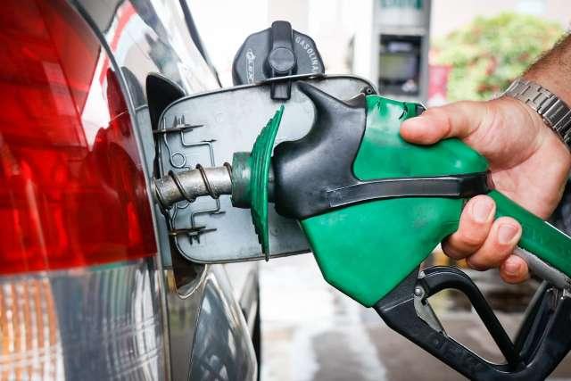 Preço médio cai, mas gasolina ainda pode ser encontrada a R$ 4,86 na Capital