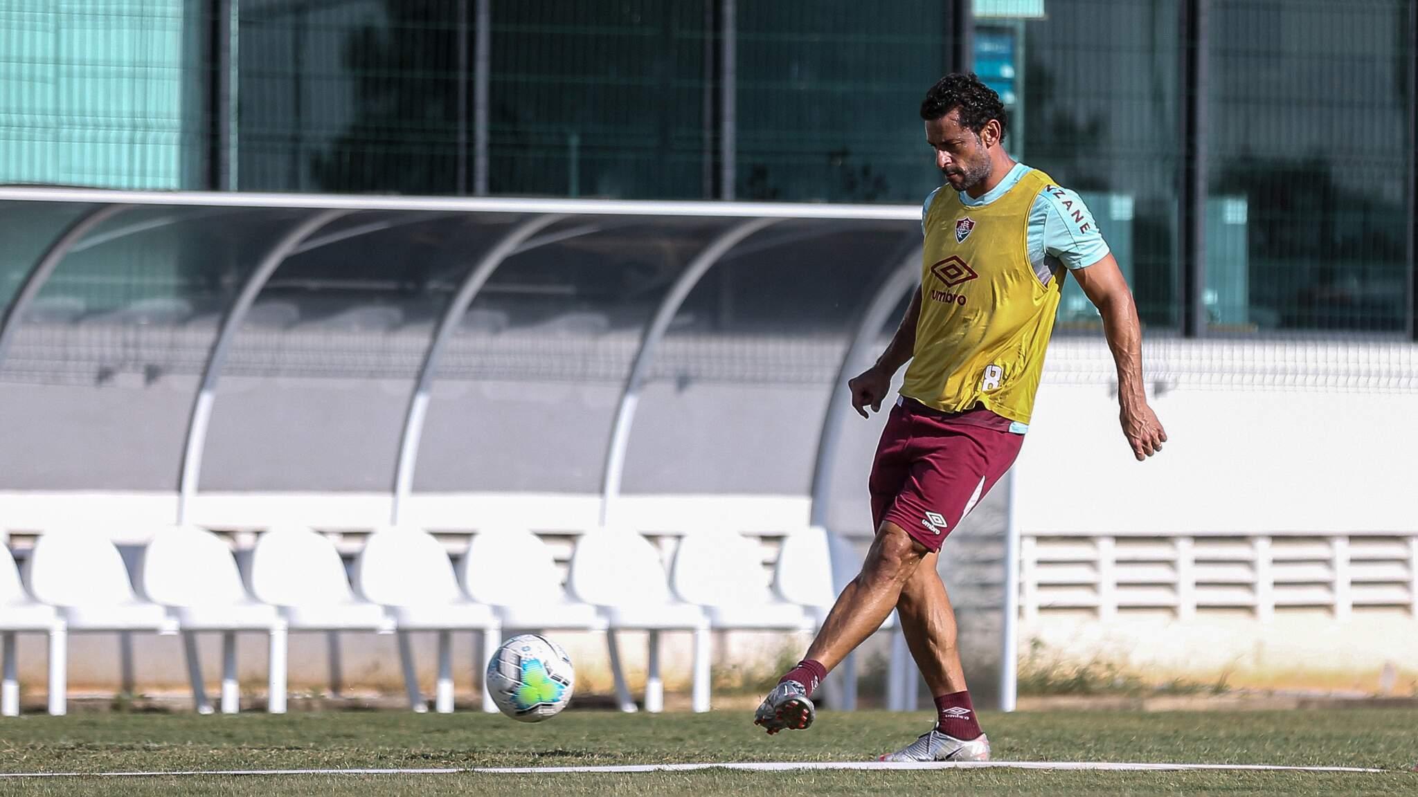 Atacante Fred, do Fluminense, em treino com bola (Foto: Divulgação)