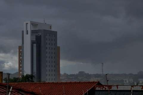 Inmet alerta para chuvas intensas e com ventos de até 60 km/h em MS