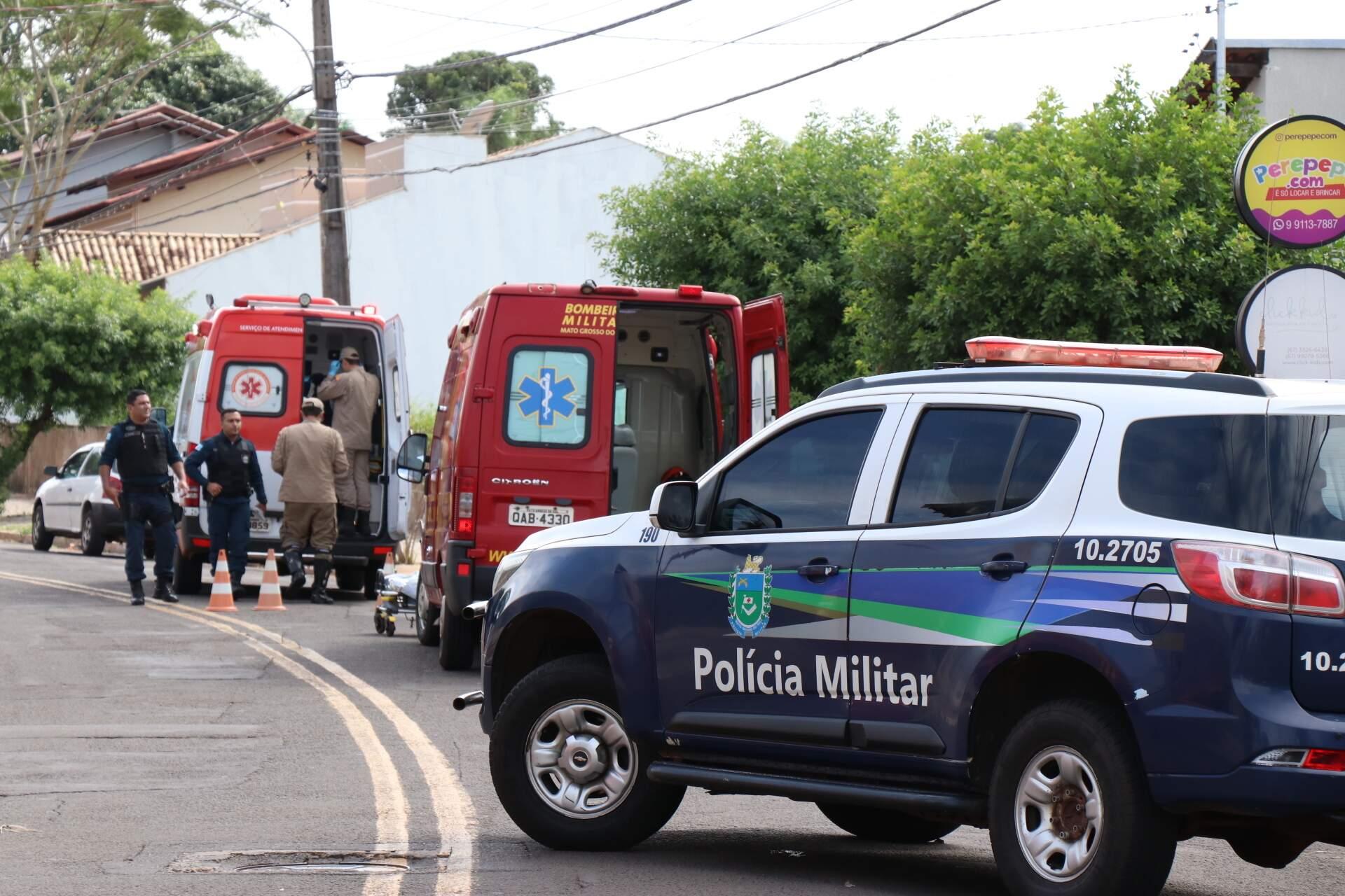 Viaturas da PM e dos bombeiros no local do crime. (Foto: Arquivo/Campo Grande News)