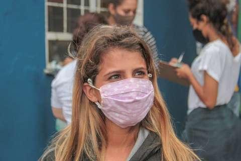 Estudante que sai do Enem encontra País com vacinas aprovadas e 1ª imunizada