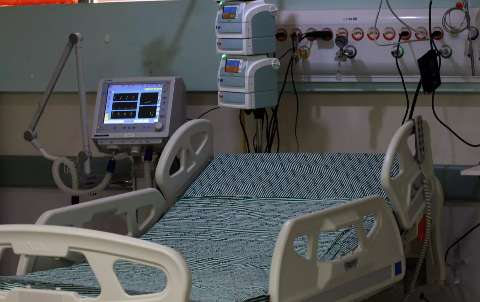 Médico que já atendeu mais de 100 pacientes graves será o 1º imunizado