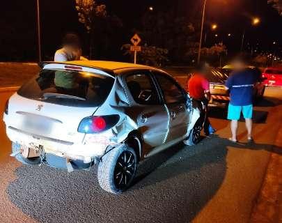 Bêbado, policial militar é preso após bater em vários carros estacionados