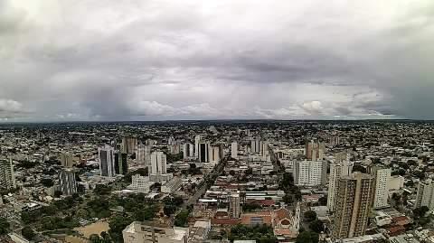Chuva de 11 mm mantém temperatura amena e na casa dos 26°C em Campo Grande