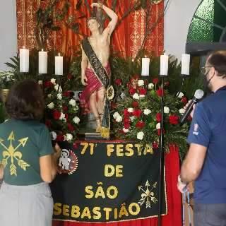 No dia de São Sebastião, fé no santo continua forte em missas ao vivo