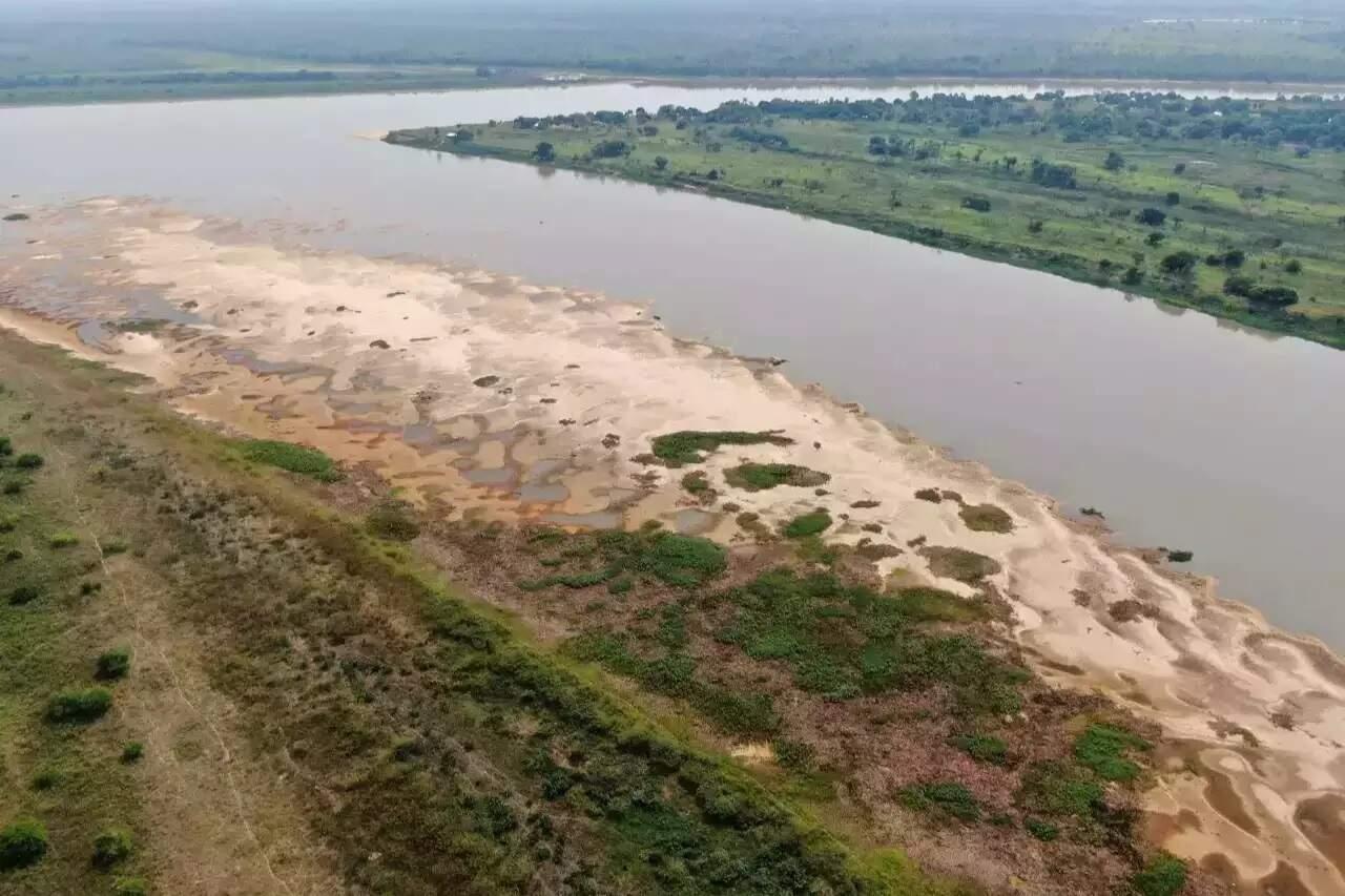 Bancos de areia às margens do Rio Paraguai. (Foto: Toninho Ruiz / Arquivo)