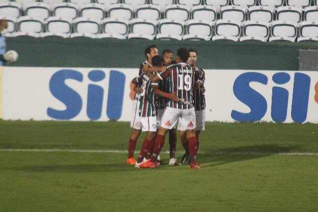 Fluminense empata e mantém Coritiba em situação complicada