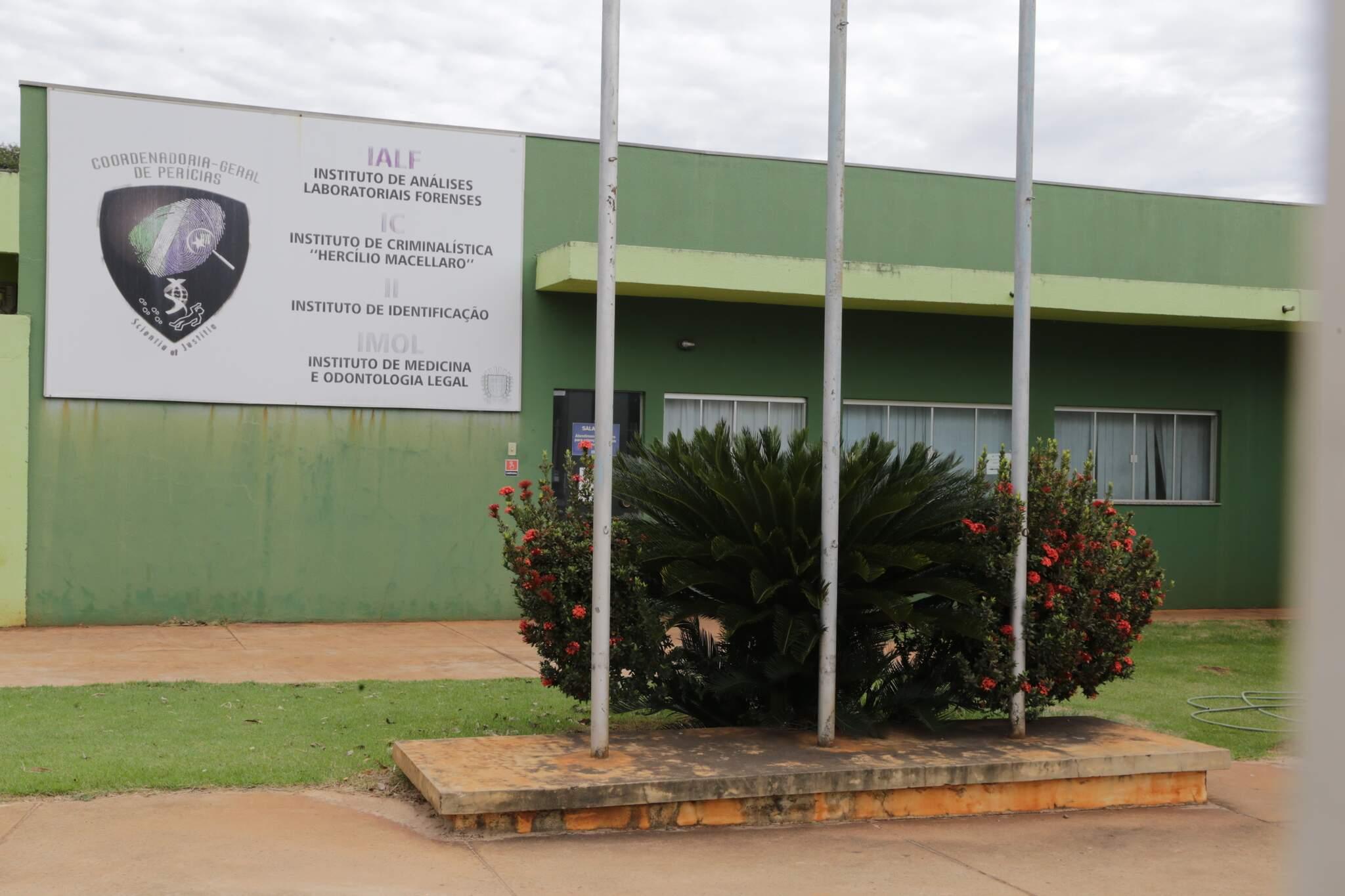 Localizado em Campo Grande, Instituto de Criminalística Hercílio Macellaro tem o único aparelho para extrair dados de celulares em todo MS. (Foto: Kísie Ainoã)