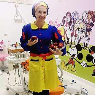 Vestida de princesa, dentista inspira ao invés de assustar crianças