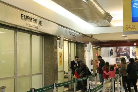 Jovem é preso com espada de samurai ao tentar pegar voo no aeroporto da Capital