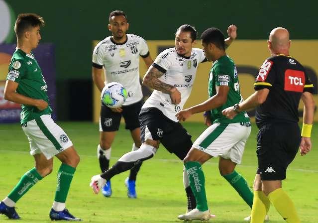 Com show de Vina, Ceará vence mais uma fora e afunda o Goiás no Brasileirão