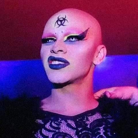 Assassinada, drag queen vira ícone de mostra cultural