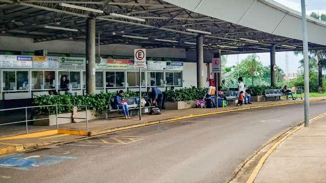 Motoristas clandestinos cobram preços abusivos em rodoviária