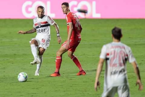 Claudinho brilha, faz 2 gols e comanda goleada do Bragantino sobre o Vasco