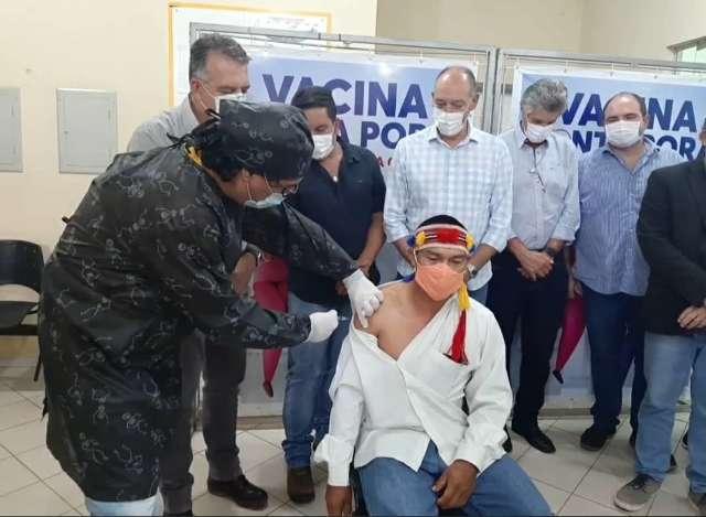 Depois de lançar campanha de vacinação, secretário de Saúde testa positivo
