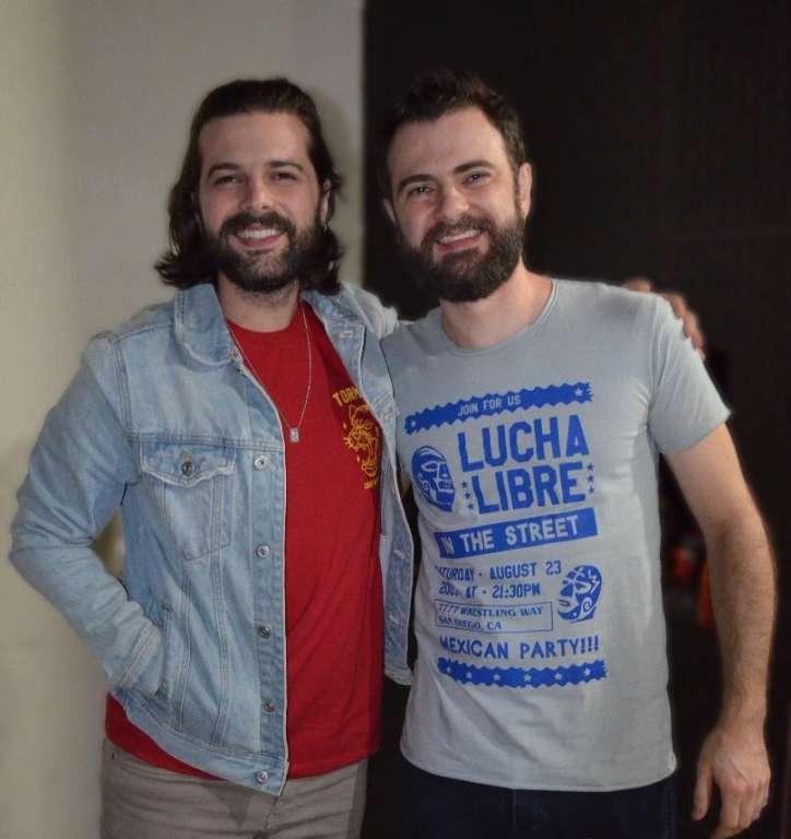 De Coxim, irmãos mudam de carreira e fazem sucesso com camisetas geek