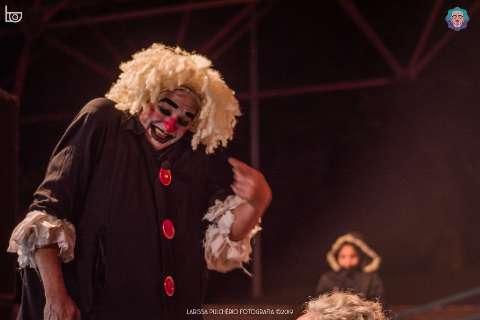 Palhaço realiza série de entrevistas para debater a pedagogia do riso