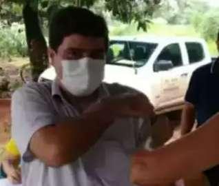 Prefeito é o 1º investigado de MS por furar fila da vacina contra a covid