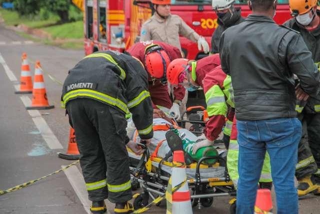 Preso em ferragens por meia hora, vítima de acidente está consciente e estável