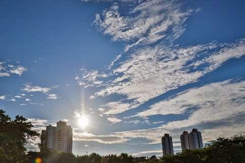 Sol volta a aparecer e, mesmo com previsão de chuva, calor pode chegar aos 36°C