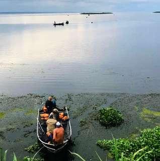 Corpo de homem que caiu de barco em lago é encontrado por pescador