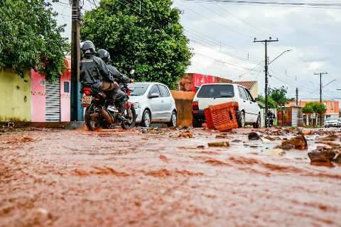 Após chuva, resta lamaçal em ruas para moradores do Bairro Nova Lima
