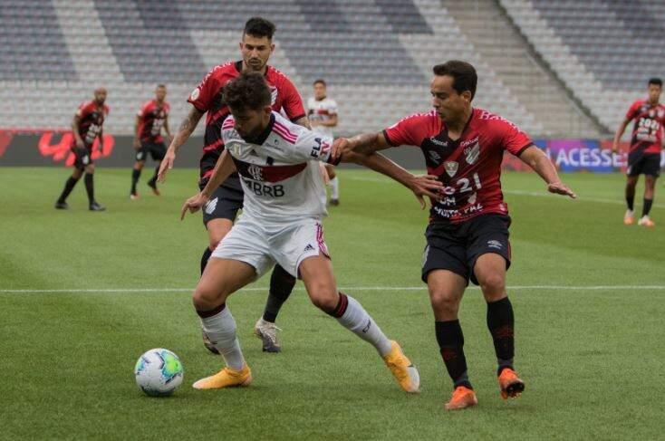 Pepê jogador do Flamengo durante partida contra o Athletico-PR no estádio Arena da Baixada pelo campeonato Brasileiro A 2020. (Foto: Estadão Conteúdo)