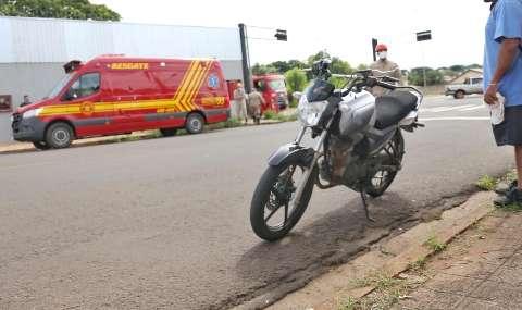 Homem fica inconsciente após ser atropelado por motociclista