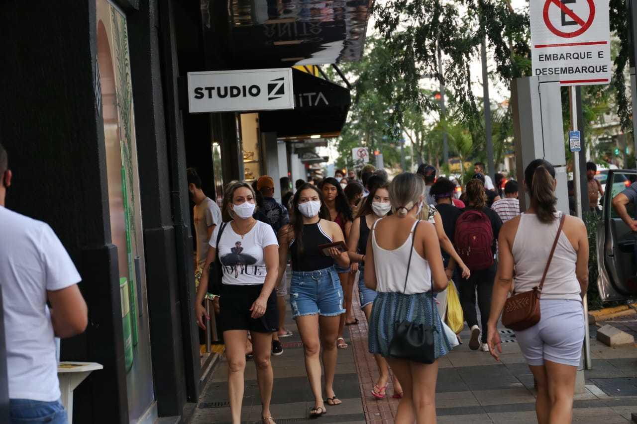 Movimento de pedestres no Centro da Capital. (Foto: Paulo Francis)