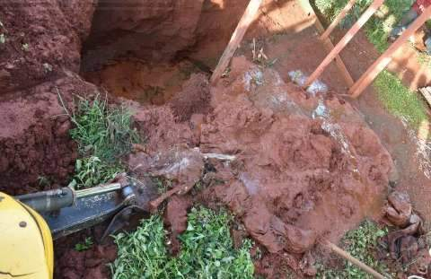 Cadáver é encontrado enterrado em fossa séptica