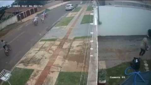 Pai e filha são atacados por desconhecido enquanto andavam de bicicleta