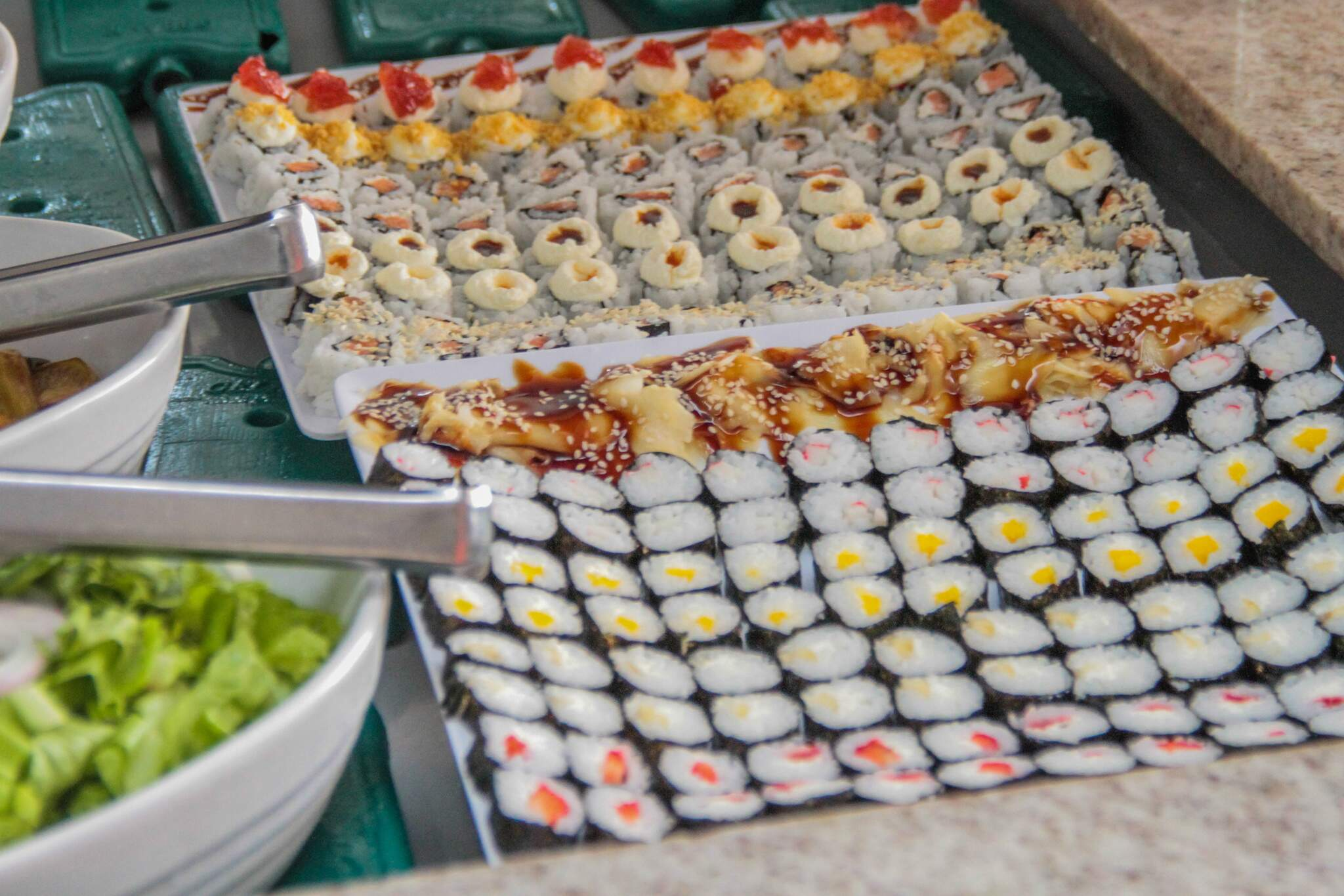 A churrascaria tem várias opções de sushis para aproveitar. (Foto: Marcos Maluf)